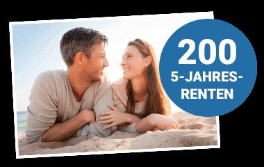 Glückliches Paar am Strand mit Störer 200 5-Jahres-Renten